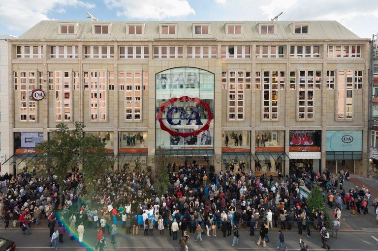 Wiedereröffnung: C&A Flagship-Store feiert in Düsseldorf mit großem Andrang