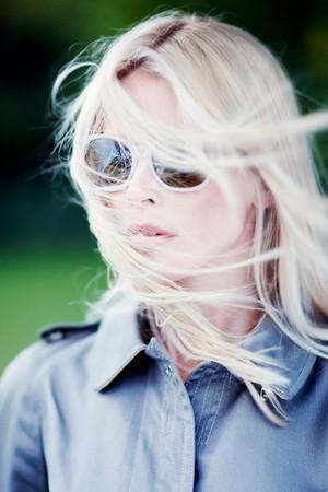 Claudia Schiffer designt Brillen für Rodenstock