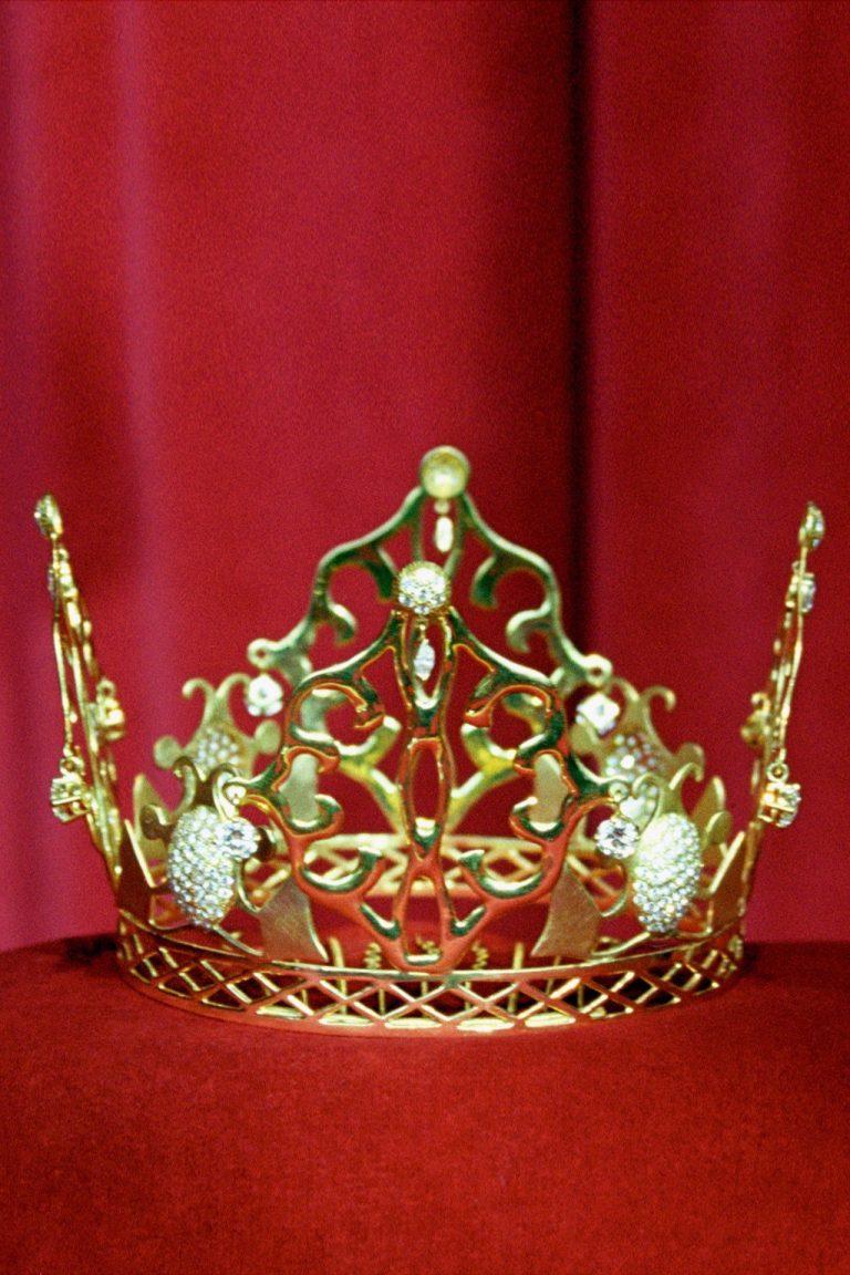 Victoria Beckham versteigert ihre Hochzeits-Krone