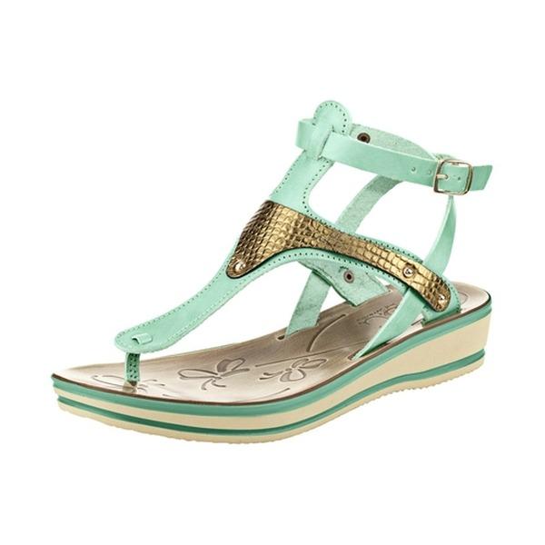 Entspannung für die Füße – Flache Schuhe sind im Trend!