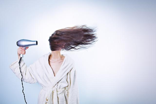 Jetzt kommt Schwung in feines Haar Foto: Pixabay