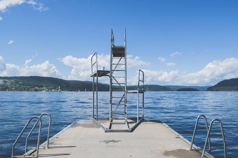 Pool Position – Der Star im Urlaub zu Hause