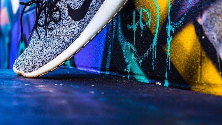 Nur ein Turnschuh? – Wie der Sneaker die Modewelt revolutionierte