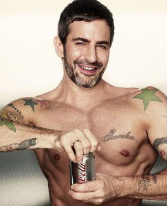 Marc Jacobs posiert mit Cola Light Dose Foto: Coca Cola Light